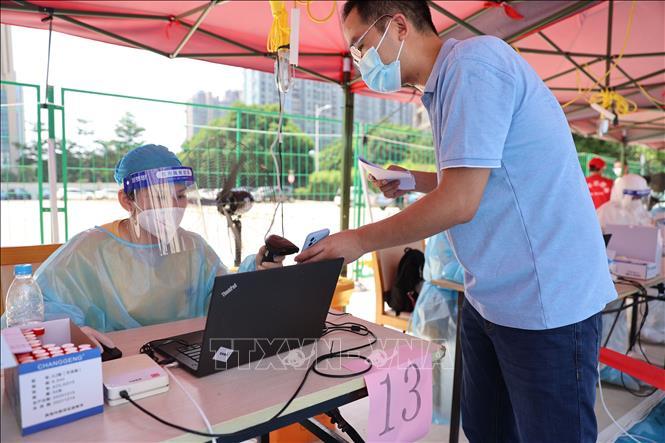 Một điểm xét nghiệm COVID-19 cho người dân tại tỉnh Phúc Kiến, Trung Quốc, ngày 14-9-2021. Ảnh: THX/TTXVN