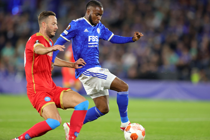 Leicester (xanh) vươn lên dẫn trước 2-0 sau hơn một giờ thi đấu