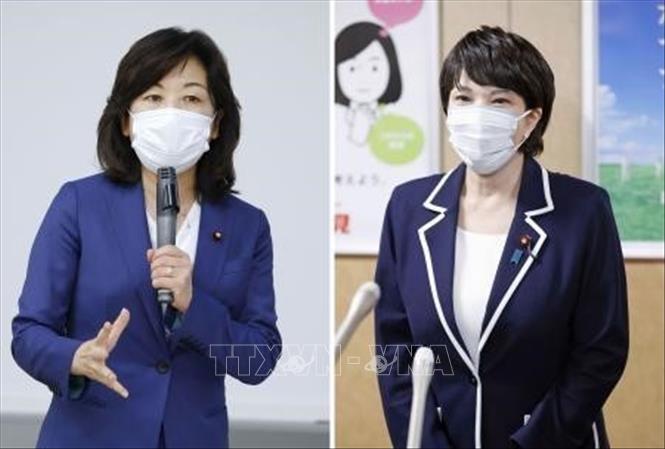 Hạ nghị sĩ Seiko Noda (trái) và cựu Bộ trưởng Nội vụ Sanae Takaichi (phải), hai trong số các ứng cử viên tranh cử chức Chủ tịch đảng Dân chủ Tự do (LDP) cầm quyền. Ảnh: Kyodo/TTXVN