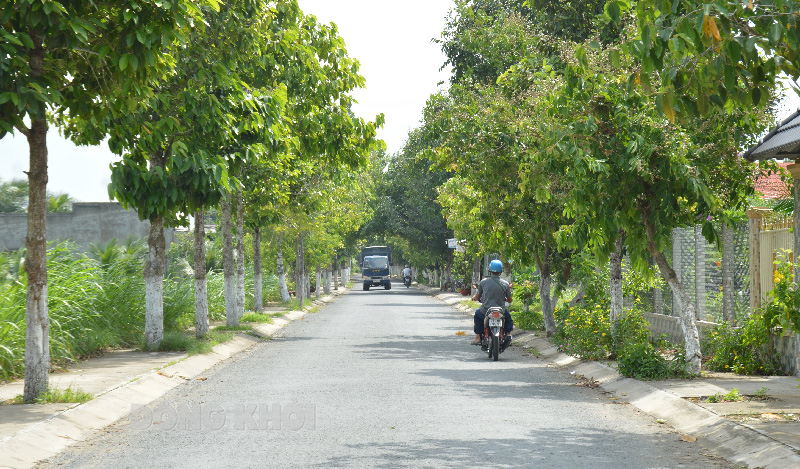 Dự án Khu công nghiệp Phú Thuận đặt tại trung tâm xã Phú Thuận.