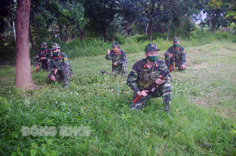 Trung đoàn 895 tổ chức huấn luyện tại chức cho cán bộ, chiến sĩ đơn vị. Ảnh: Văn Cường