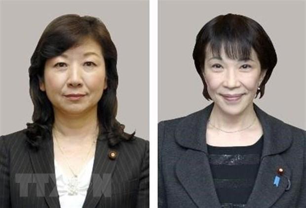 Hạ nghị sỹ Seiko Noda (trái) và cựu Bộ trưởng Nội vụ Sanae Takaichi (phải), hai trong số các ứng cử viên tranh cử chức Chủ tịch đảng Dân chủ Tự do (LDP) cầm quyền. (Ảnh: Kyodo/TTXVN)