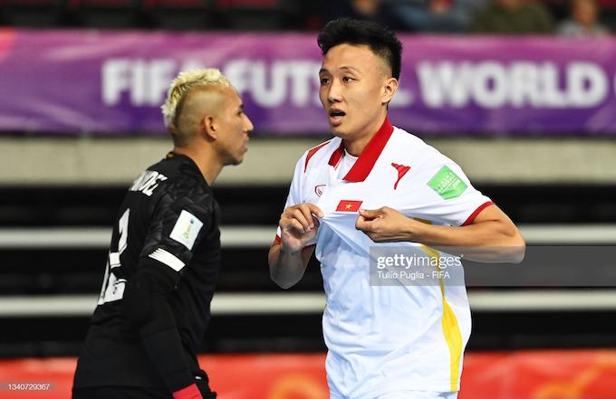 Niềm vui của Minh Trí khi ghi bàn mở tỷ số cho tuyển Việt Nam
