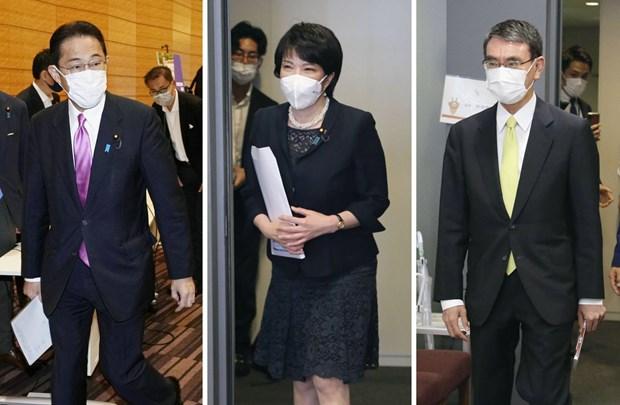 Bộ trưởng Cải cách hành chính Taro Kono (phải), cựu Bộ trưởng Nội vụ và truyền thông Sanae Takaichi (giữa) và cựu Bộ trưởng Ngoại giao Fumio Kishida. Ảnh: Kyodo