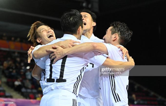 Niềm vui của các tuyển thủ Nhật Bản khi vượt lên dẫn trước đối thủ