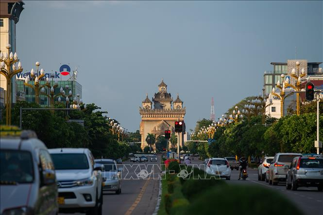 Một đường phố ở thủ đô Viêng Chăn, Lào, ngày 12-9-2021, trước khi áp đặt lệnh giới nghiêm ban đêm để phòng chống dịch COVID-19. Ảnh: THX/TTXVN