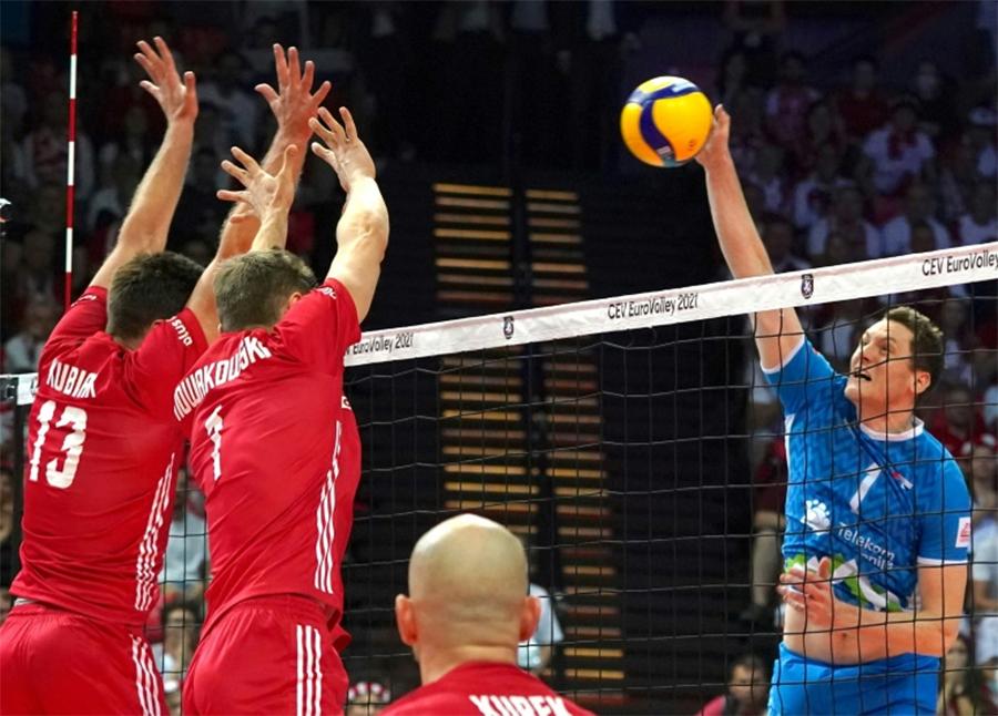 Tonček Štern đem về chiến thắng cho Slovenia sau một hiệp 4 cực kỳ căng thẳng và cân não