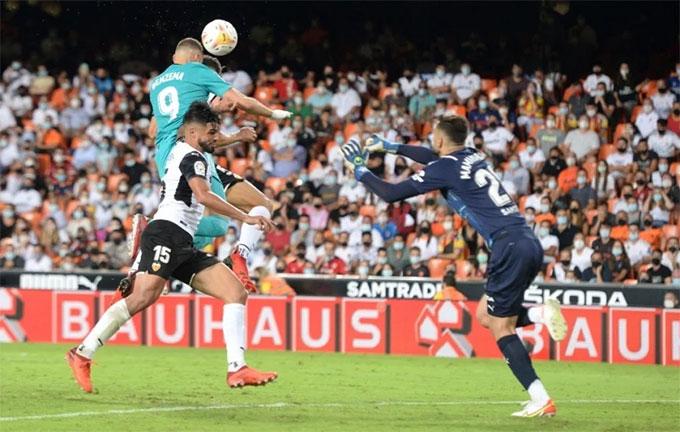 Benzema đánh đầu ấn định chiến thắng cho Real