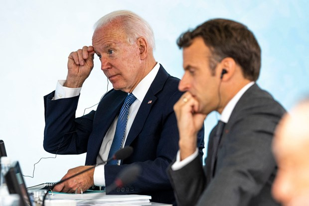 Tổng thống Pháp Emmanuel Macron và Tổng thống Mỹ Joe Biden sẽ điện đàm để giải quyết căng thẳng liên quan tới hợp đồng mua bán tàu ngầm của Australia. (Ảnh: AFP)
