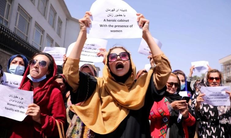 Phụ nữ Afghanistan biểu tình phản đối Taliban. Ảnh: Reuters