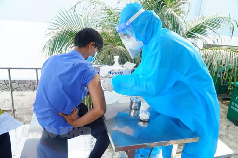 Tiêm chủng vắc-xin Covid-19 cho công nhân Khu công nghiệp An Hiệp.