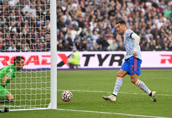 Ronaldo gỡ hòa cho MU