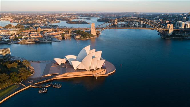 Cảnh vắng vẻ tại Nhà hát Opera ở Sydney, Australia, trong thời gian áp đặt các biện pháp hạn chế phòng dịch COVID-19, ngày 9-9-2021. Ảnh: THX/ TTXVN