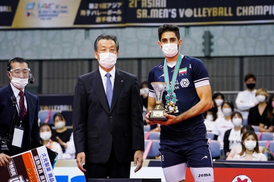 Saber Kazemi giành danh hiệu VĐV Xuất sắc nhất