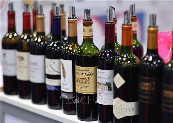 Rượu vang từ Pháp được trưng bày tại một triển lãm ở New York, Mỹ. Ảnh tư liệu: AFP/TTXVN