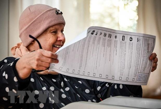 Cử tri Nga bỏ phiếu tại một địa điểm bầu cử ở Moskva, ngày 18-9-2021. (Ảnh: AFP/TTXVN)