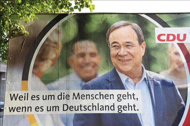 Pano tranh cử của liên đảng CDU/CSU với ứng cử viên thủ tướng Armin Laschet. Ảnh: Mạnh Hùng/Pv TTXVN tại CHLB Đức