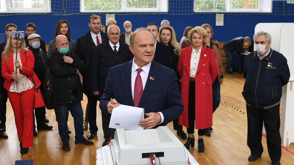 Lãnh đạo Đảng Cộng sản LB Nga Gennady Zyuganov bỏ phiếu tại Moskva. Ảnh: RT