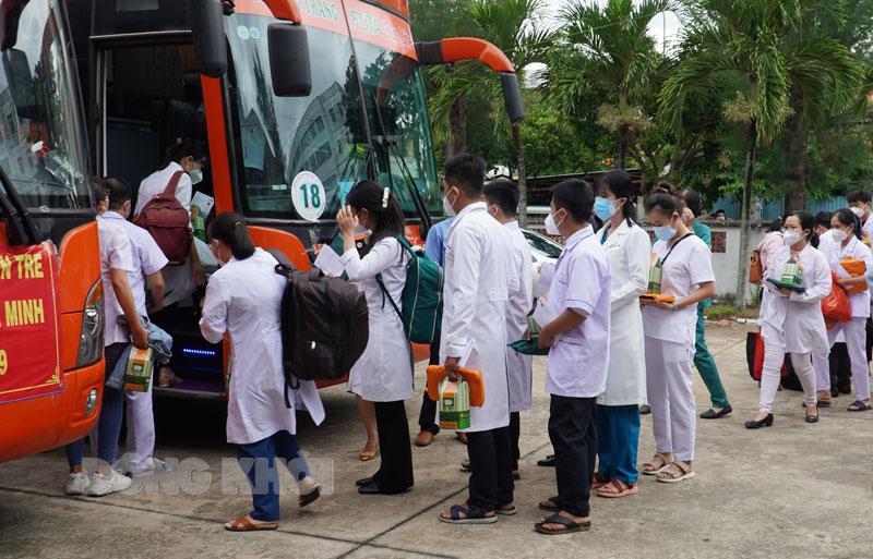 Lực lượng cán bộ y tế lên đường hỗ trợ công tác phòng chống dịch TP. Hồ Chí Minh.