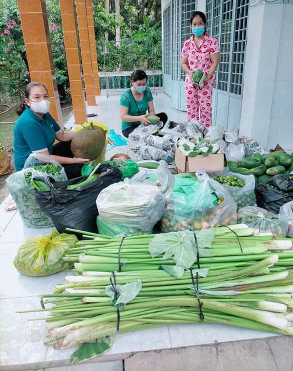 Phụ nữ Châu Thành hỗ trợ lực lượng tuyến đầu phòng chống dịch Covid-19. Ảnh: CTV