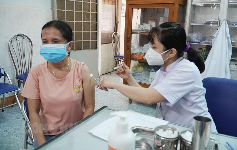 Tỉnh đang triển khai tiêm vắc-xin phòng Covid-19 đợt 9 và 10.