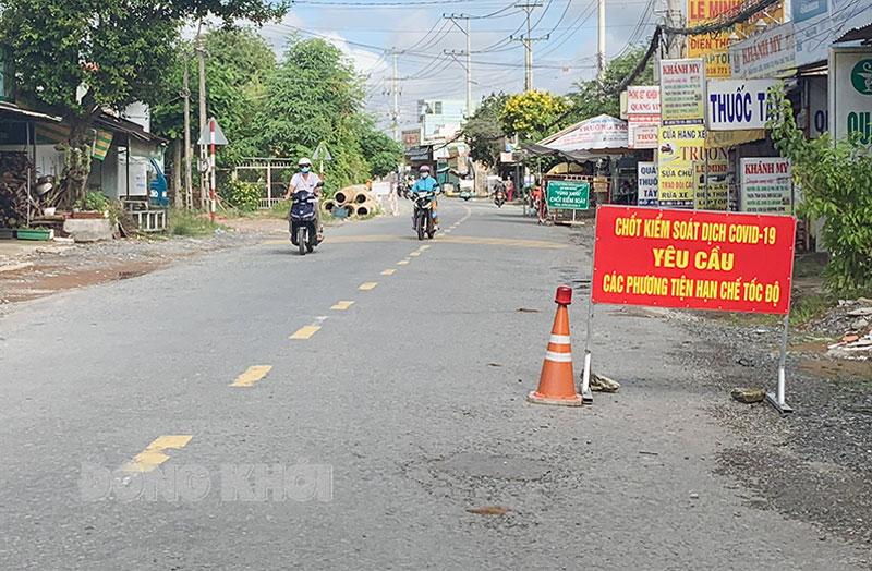 Người dân chỉ ra đường khi thật sự cần thiết.