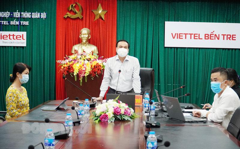 Phó giám đốc Sở GD&ĐT Võ Văn Luyến chủ trì hội nghị.