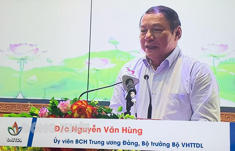 Bộ trưởng Bộ VHTT&DL Nguyễn Văn Hùng phát biểu tại diễn đàn. Ảnh chụp qua màn hình