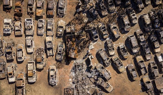 Ô tô bị thiêu rụi trong đám cháy rừng tại Greenville, California, Mỹ, ngày 24-9-2021. Ảnh: AFP/ TTXVN