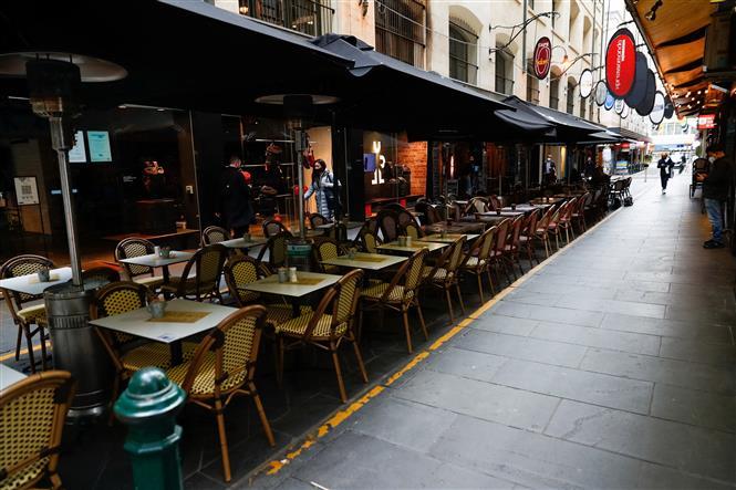 Một nhà hàng với không gian mở tại thành phố Melbourne, bang Victoria, Australia ngày 28-7-2021. Ảnh: AFP/TTXVN