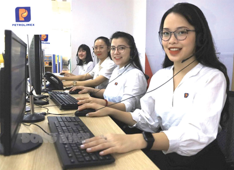 Đội ngũ tổng đài viên Petrolimex luôn sẵn sàng hỗ trợ 24/7/365.