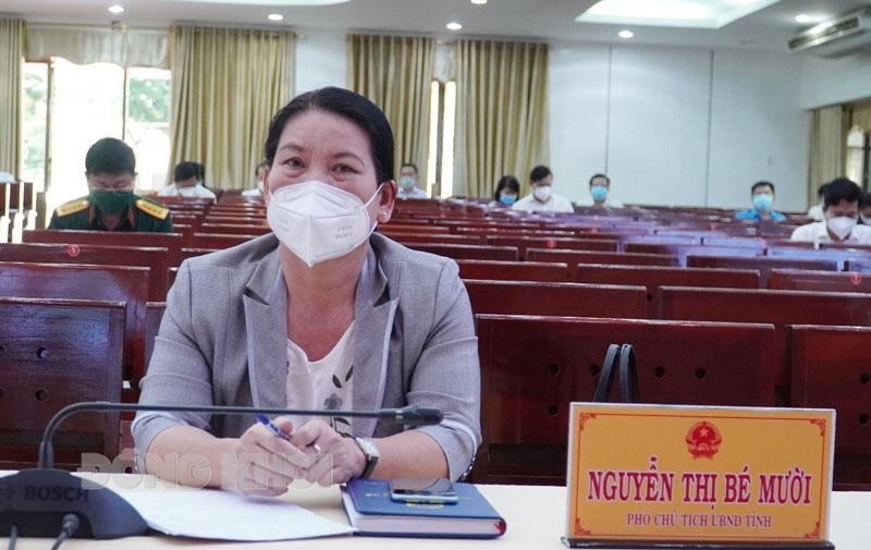 Phó chủ tịch UBND tỉnh Nguyễn Thị Bé Mười dự tại điểm cầu tỉnh.