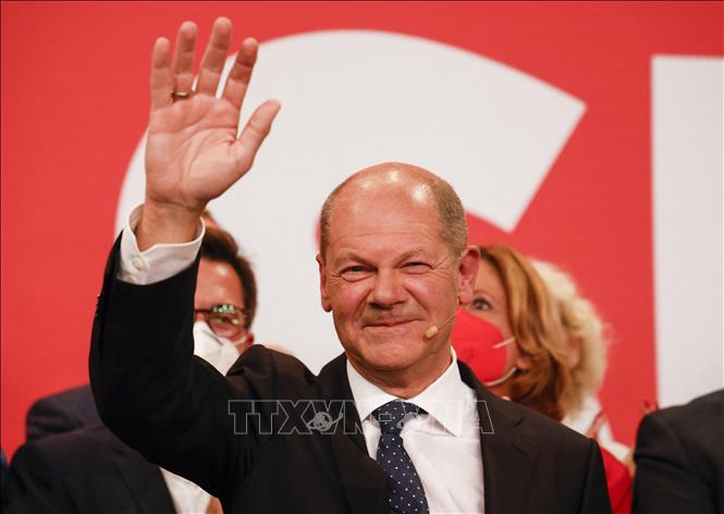 Lãnh đạo đảng Dân chủ Xã hội (SPD) Olaf Scholz tại trụ sở đảng sau khi kết quả bầu cử sơ bộ được công bố trên truyền hình, ở Berlin, ngày 26-9-2021. Ảnh: AFP/TTXVN