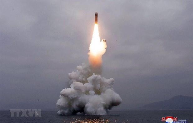 Một vụ thử tên lửa của Triều Tiên ở ngoài khơi vịnh Wonsan ngày 2-10-2019. (Ảnh: AFP/TTXVN)