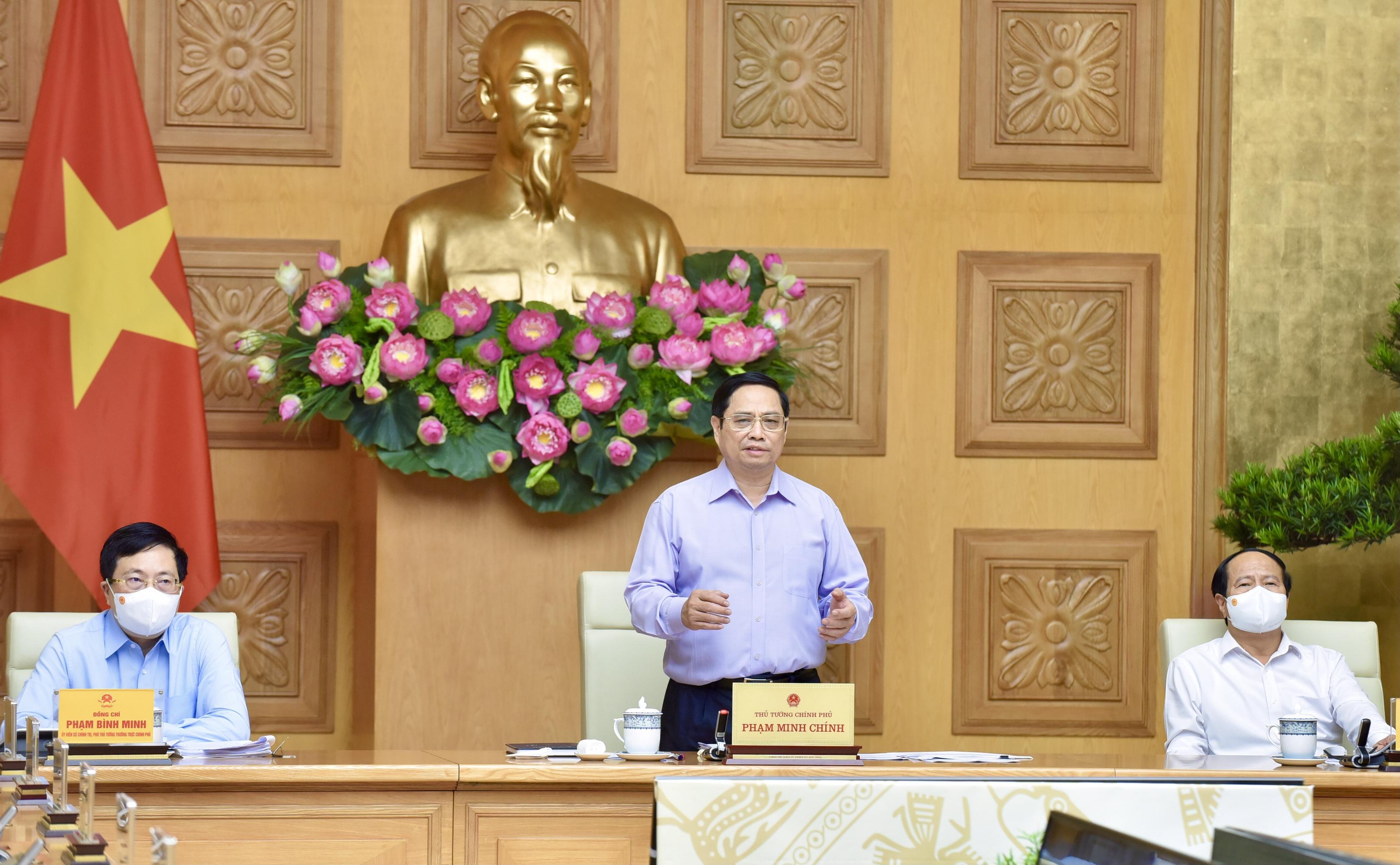 Thủ tướng yêu cầu, đầu tư công phải dẫn dắt và kích hoạt đầu tư của mọi thành phần kinh tế, huy động mọi nguồn lực trong xã hội cho đầu tư phát triển. Ảnh: VGP/Nhật Bắc