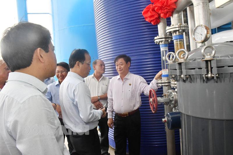 Khảo sát sử dụng nước sạch ở Nhà máy nước An Hiệp, huyện Ba Tri. (Ảnh tư liệu)