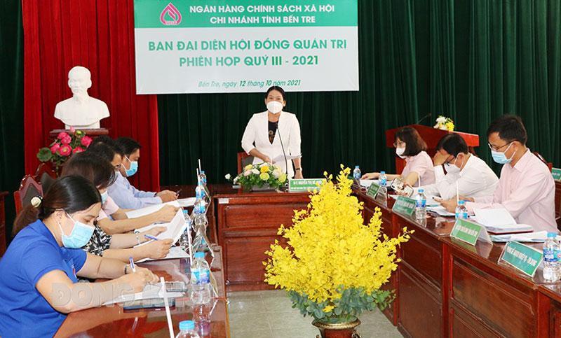 Phó chủ tịch UBND tỉnh Nguyễn Thị Bé Mười phát biểu tại buổi họp.