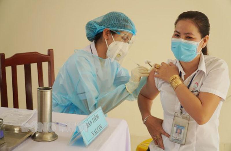 Tỉnh triển khai tiêm vắc-xin Vero Cell cho người dân.