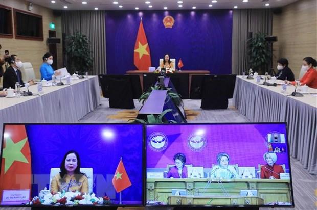 Phó chủ tịch nước Võ Thị Ánh Xuân phát biểu tại Diễn đàn Phụ nữ Á-Âu lần thứ ba từ điểm cầu Hà Nội. Ảnh: Lâm Khánh/TTXVN