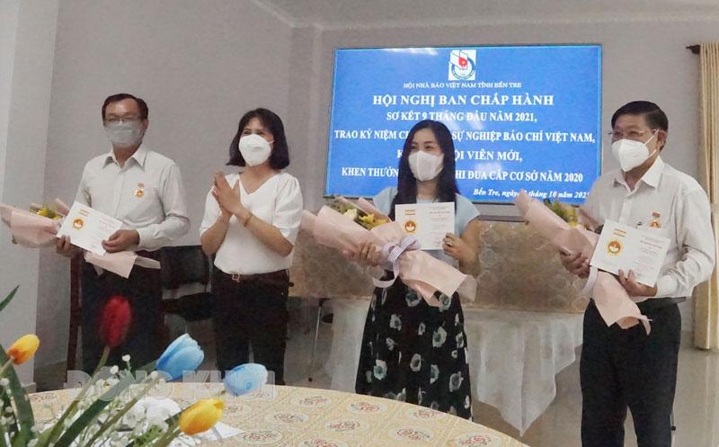 """Các cá nhân được nhận Kỷ niệm chương """"Vì sự nghiệp báo chí Việt Nam""""."""