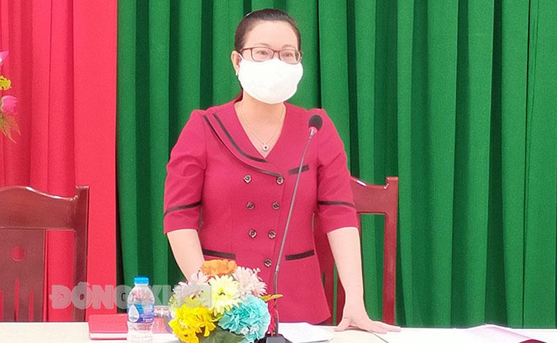 Bí thư Huyện ủy Nguyễn Trúc Hạnh phát biểu chỉ đạo tại hội nghị.