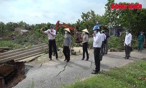 Phó bí thư Thường trực Tỉnh ủy thăm hỏi các hộ dân bị thiệt hại do sạt lở bờ sông ở cồn Phú Đa