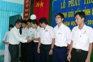 Lễ phát thưởng học sinh giỏi lớp 12