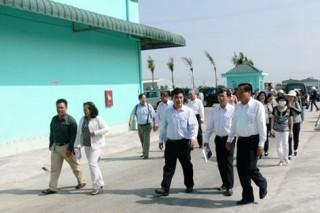 Bến Tre tham quan Nhà máy chế biến thủy sản tại tỉnh Sóc Trăng