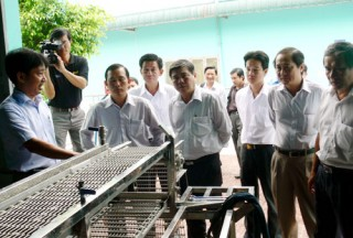Lãnh đạo tỉnh Bến Tre khảo sát nhà máy chế biến thủy sản tại Sóc Trăng