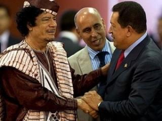 Tổng thống Hugo Chavez chúc mừng ông Gaddafi