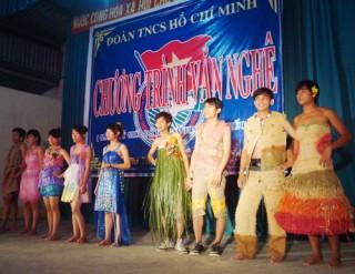 Xã Phú Túc diễn văn nghệ gây quỹ cho học sinh nghèo