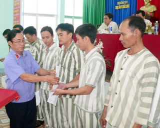 Đặc xá 236 phạm nhân tại trại giam Châu Bình