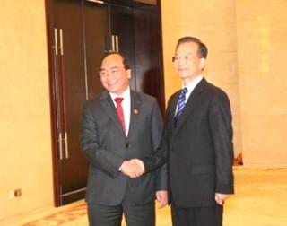 Phó Thủ tướng Nguyễn Xuân Phúc hội kiến Thủ tướng Trung Quốc Ôn Gia Bảo