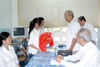 Hộ nghèo Phạm Thị Niêm nhận được sự trợ giúp